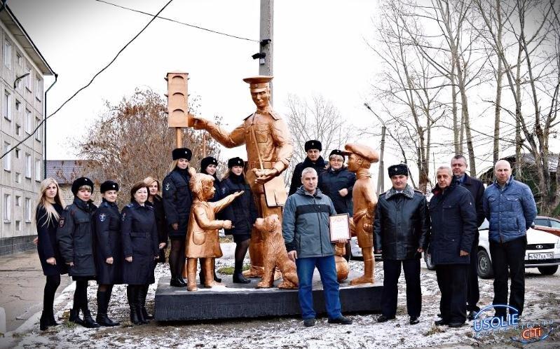 Городская скульптура. Дядя Степа - милиционер