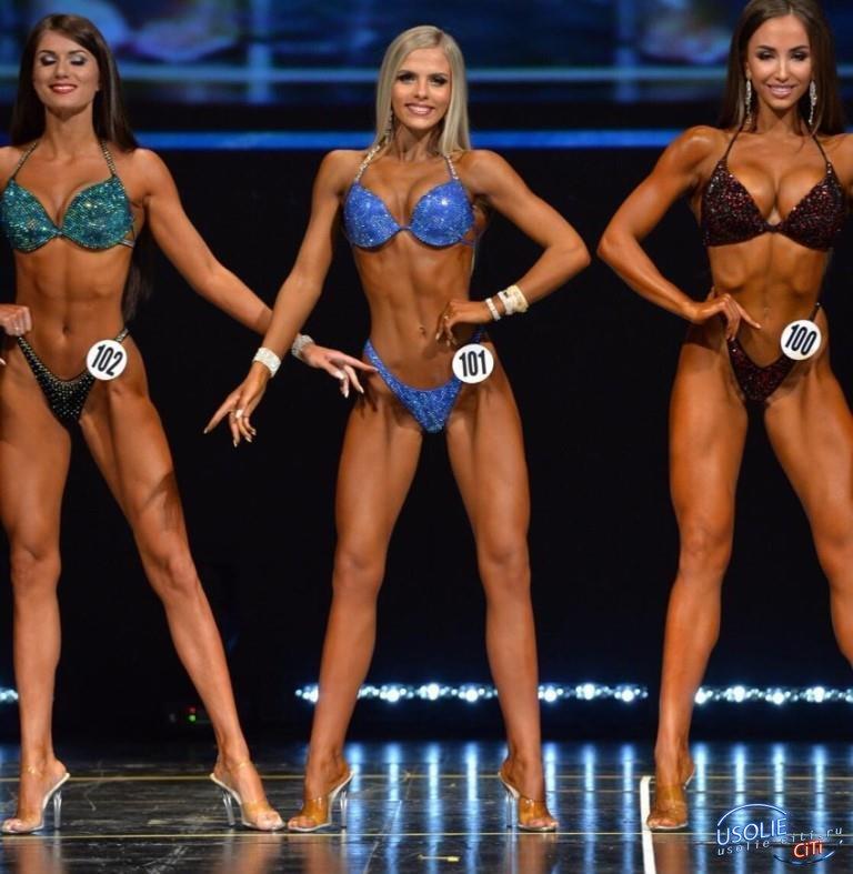 3 девушки фитнес бикини