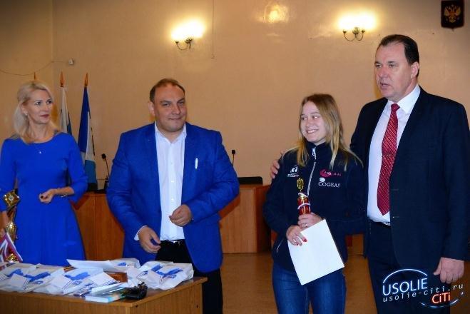 В Усолье наградили известных спортсменов и директоров компаний. Юрий Киселев презентовал новую книгу.