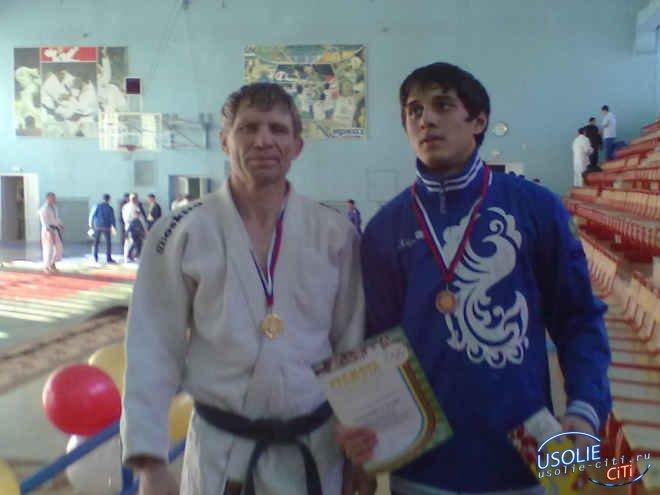 Ещё один мастер спорта в Усолье - самбист Дмитрий Щепин