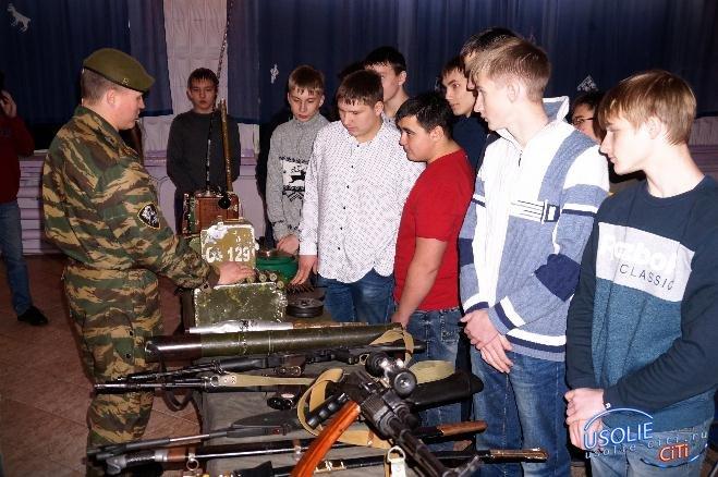 Ученики-юнармейцы школы №17 прибыли в индустриальный техникум