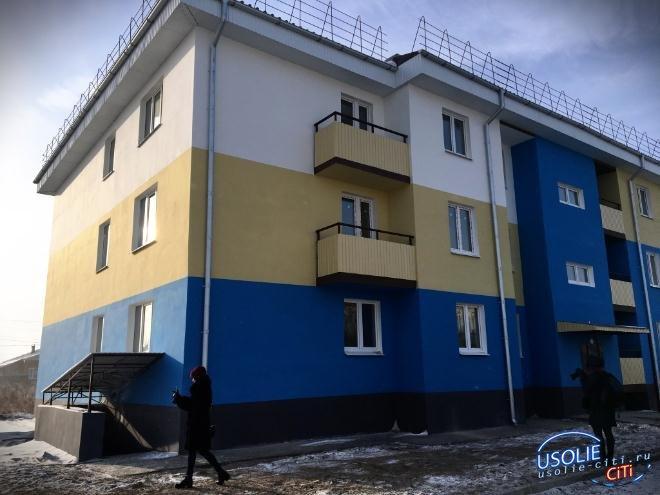 В Усольском районе 11 семей переехали из аварийного жилья в новые квартиры
