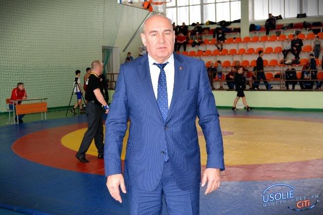 Заслуженный тренер России не ест курицу местной фабрики. В Усолье встретились борцы.