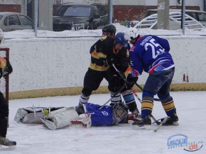 Хоккей. Усольский  «Маяк» начал с побед