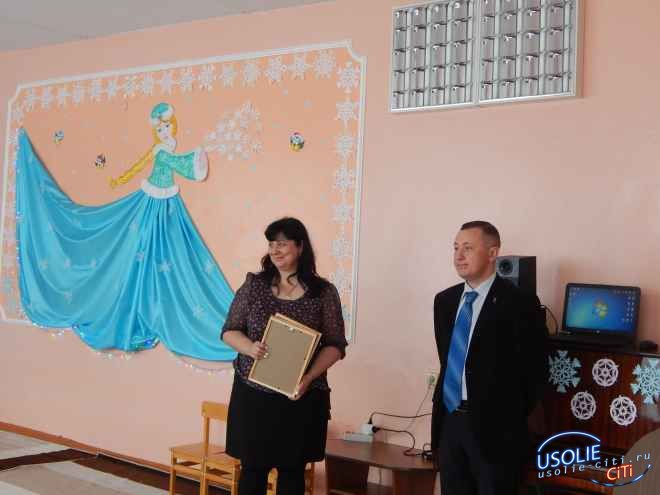 В честь Нового года депутат  Фёдор Аникеев-Борн подарил ковер детскому саду