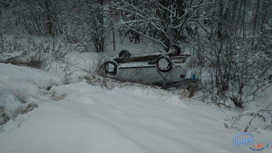 Автомобиль совершил столкновение, улетел в кювет и перевернулся. Пострадала усольская пенсионерка