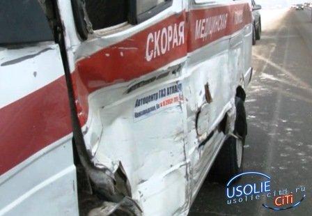 В Усолье в аварию попала иногородняя машина скорой помощи с пациенткой-сердечницей