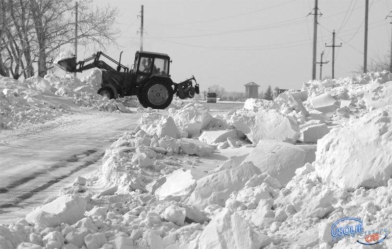 Выход найден. Снег на усольских дорогах убирают  спонсоры