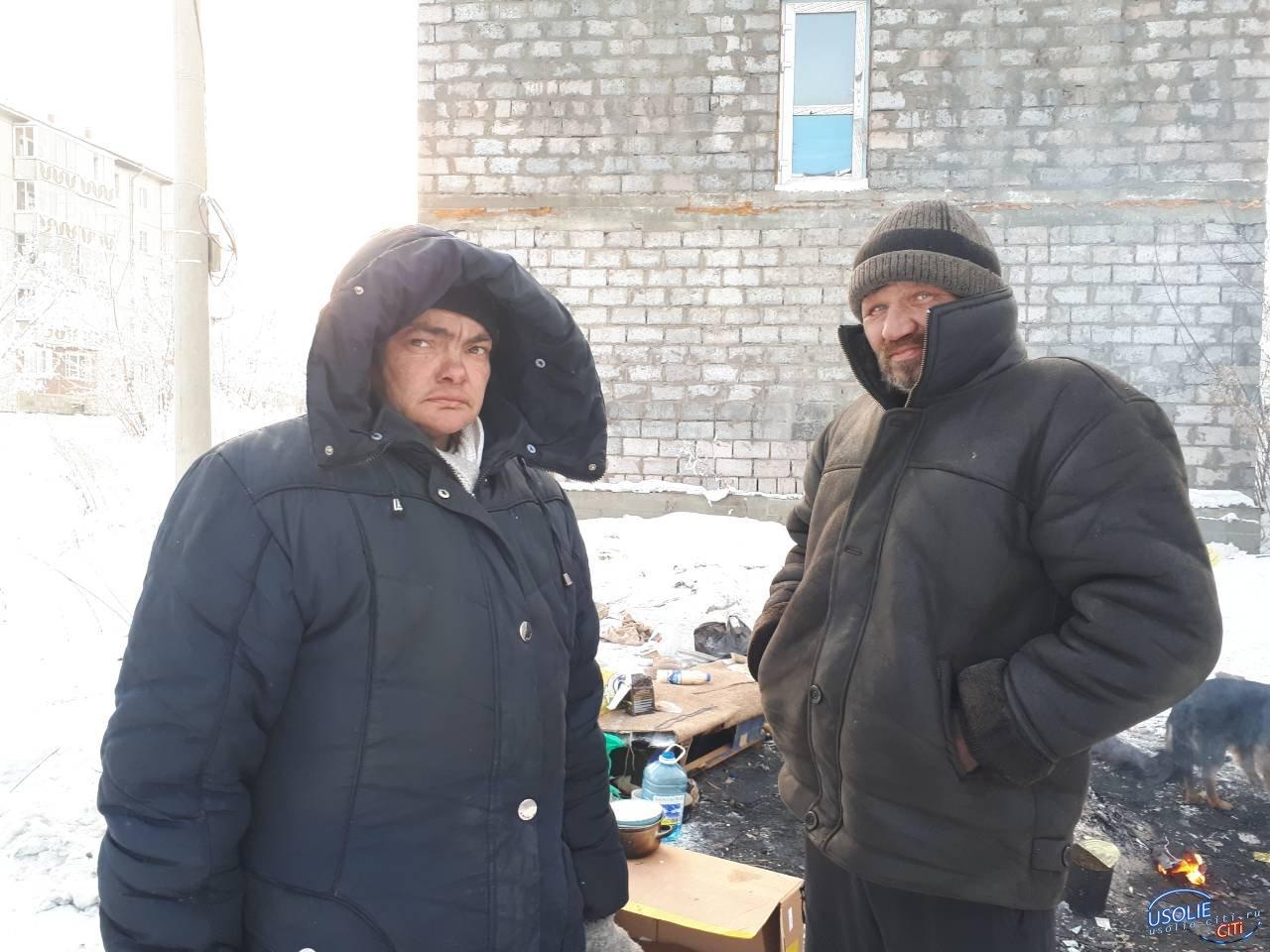 Две женщины и трое мужчин живут на улице прямо посреди Усолья