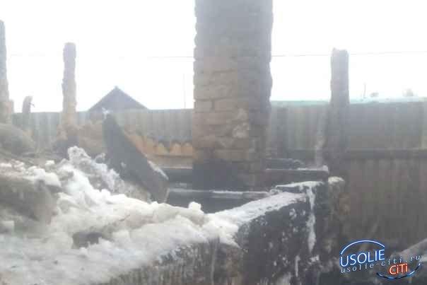 В Усольском районе сгорело две бани