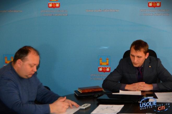 В темноте, да не в обиде. В Усолье прошло планёрное совещание. А в Белореченском поросята мёрзнут.