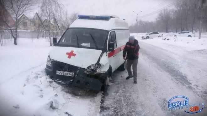 Водитель машины скорой помощи, попавшей в аварию, незаконно управлял автомобилем, так как лишен прав за
