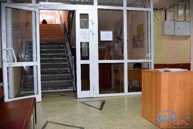 Войти в здание усольской городской администрации так просто не получится