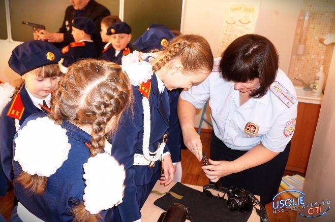 Усольские патриоты учили юных белореченцев обращаться с пулеметом, саблей, автоматом