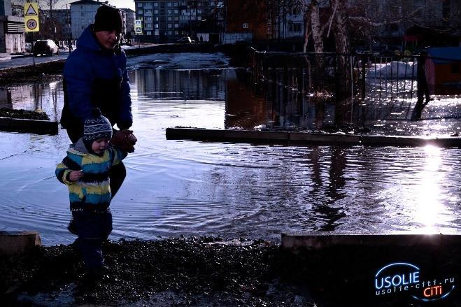 Усольчане начинают скупать резиновые сапоги, опасаясь потопа