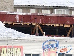 Две усольские кровли не выдержали тяжесть тающего снега. На магазине и на учебном заведении провалились крыши