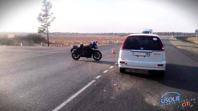 В Усольском районе мотоциклист пошёл на таран с иномаркой