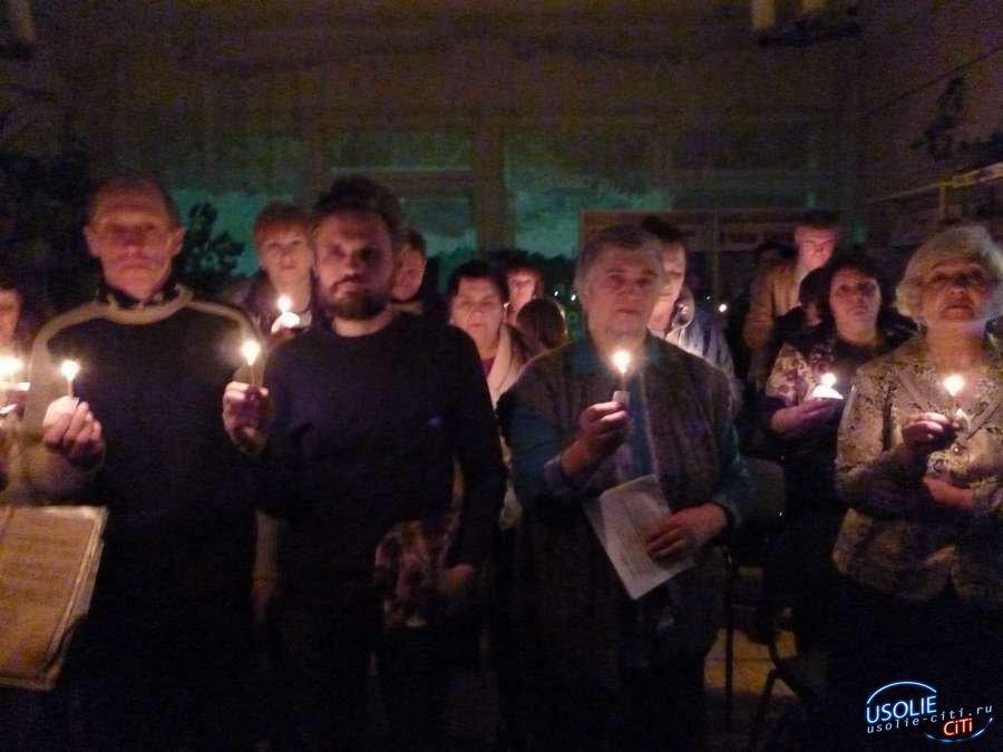 Свечение книг наблюдали участники усольской Библионочи