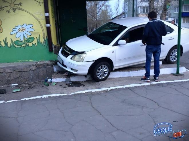 В Усолье арестован водитель, бросивший свой автомобиль на крыльце магазина