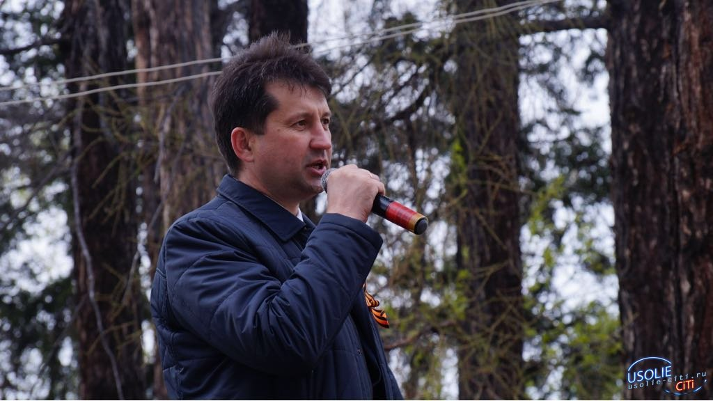 Мэр Усольского района запустил в небо белых журавлей