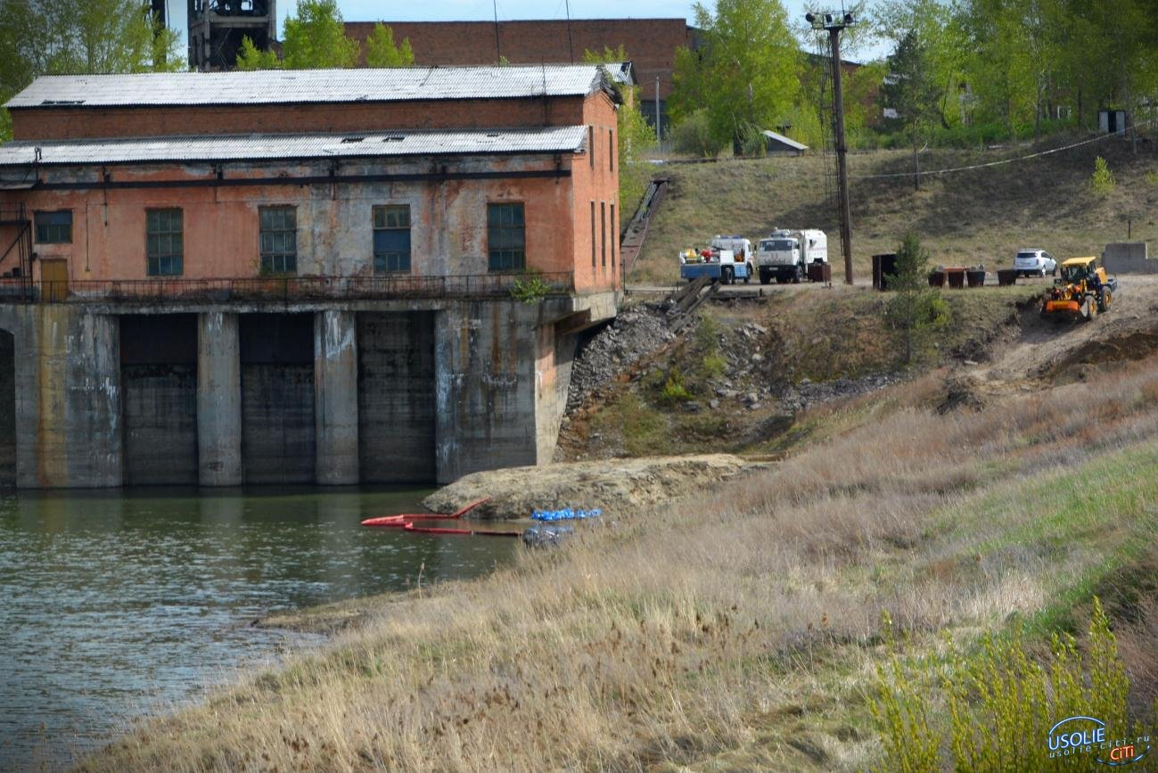 ФСБ, МЧС. В Усолье второй день нефть бежит в реку Ангару. Шесть подозреваемых задержаны