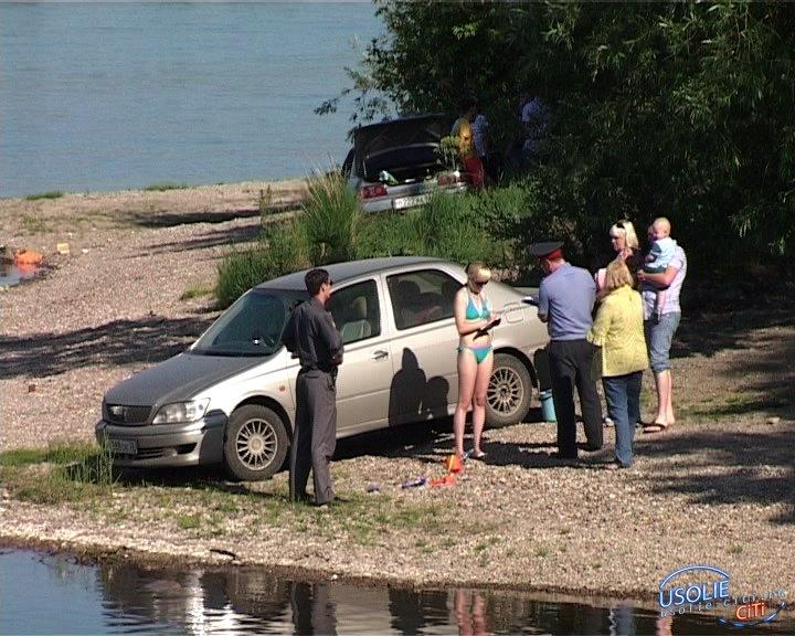 Усольские нарушители жгут костры в лесу и моют машины на реках