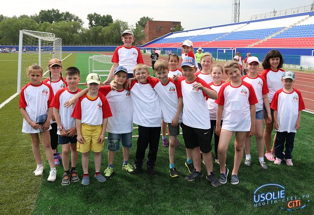 Награды победителям спартакиады школьных лагерей от Павла Сумарокова