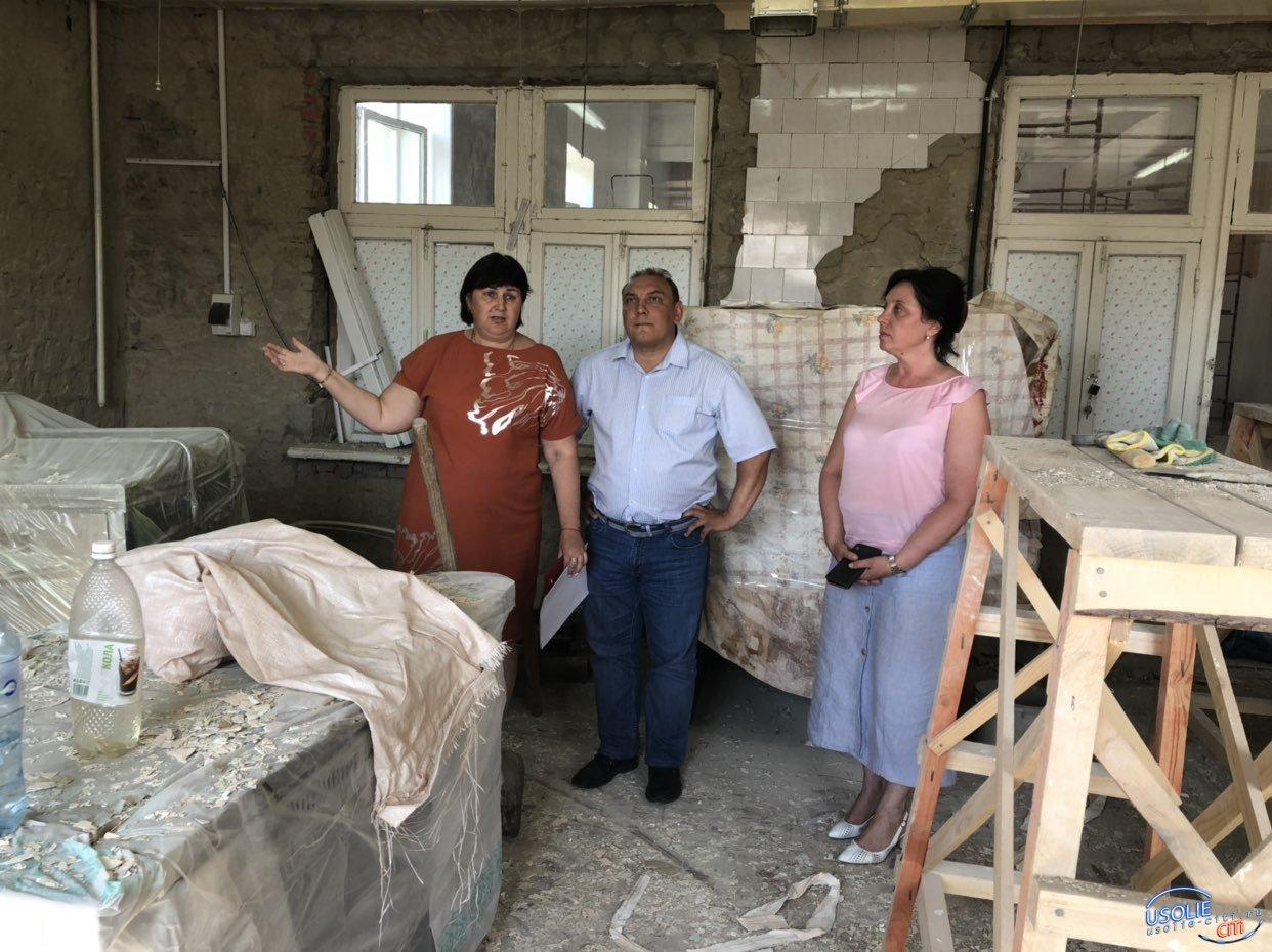 В Усолье проверили ход  ремонта в школах