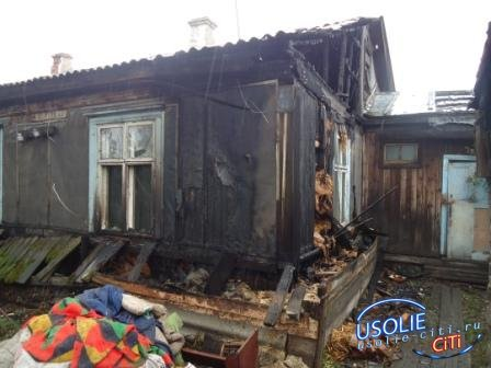 В поселке Средний подожгли дом , в Усолье сгорел автомобиль