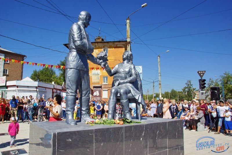 В День города в Усолье открыли памятник медсестре