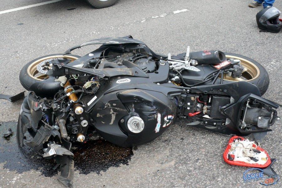 В Усолье мотоциклист врезался в иномарку