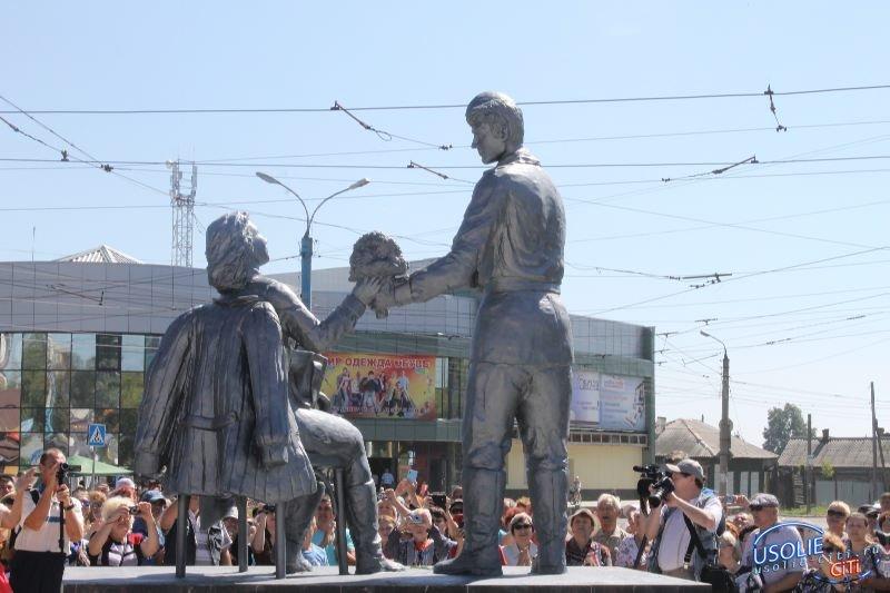 В Усолье открыли памятник медсестре. Фотоотчет