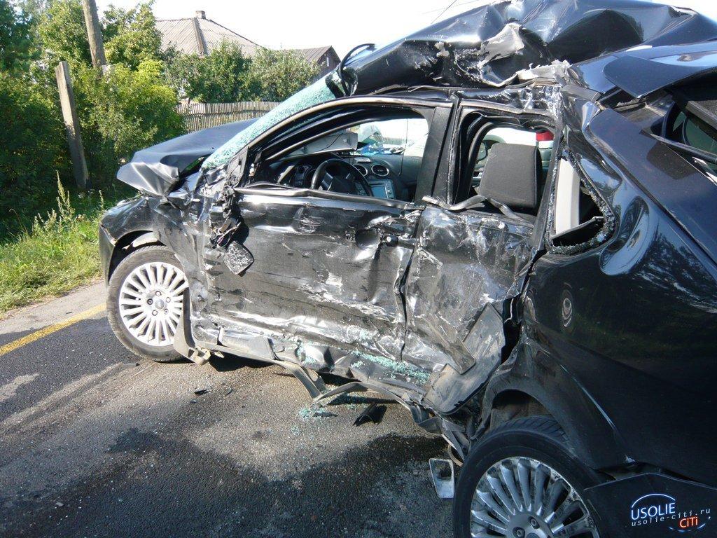 В Усольском районе лоб в лоб столкнулись два легковых автомобиля