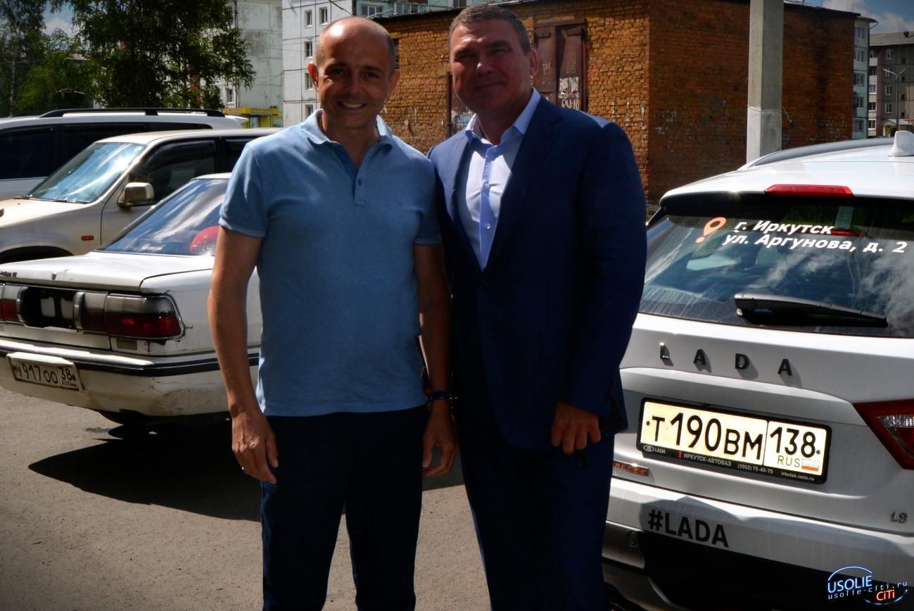 Усольский депутат Сергей Мельников поздравляет нового спикера ЗС