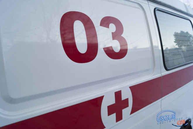 В Усольском районе Toyota опрокинулась от удара с Toyota Hilux Surf