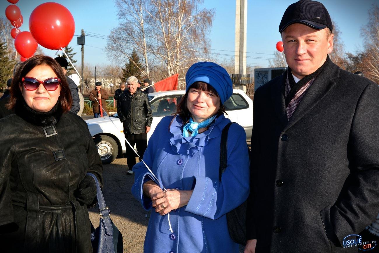 Роман Габов вывел усольчан на марш комсомольцев