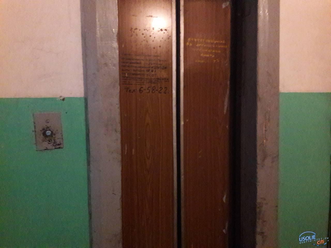 В Усолье начали капитально ремонтировать лифты