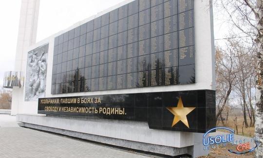 Родителей школьниц, похулиганивших на усольском Мемориале, наказали