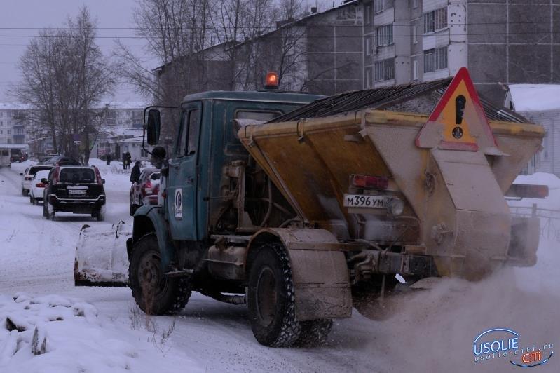 В Усолье на уборку снега выехали две единицы техники