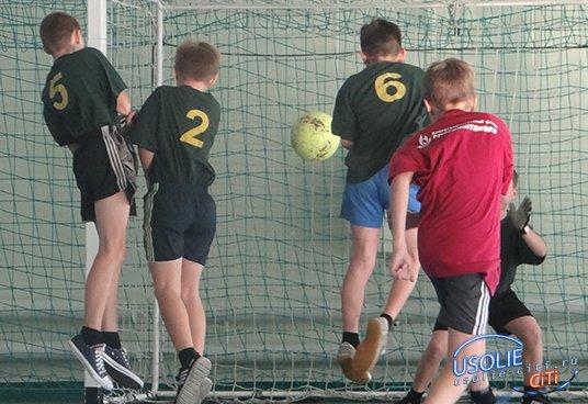 Усольские школьные футбольные команды боролись за кубок