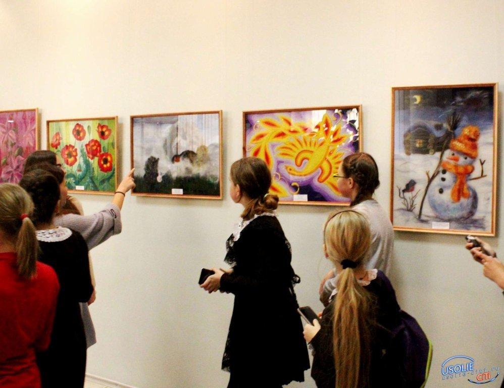 Радостные краски в усольском музее