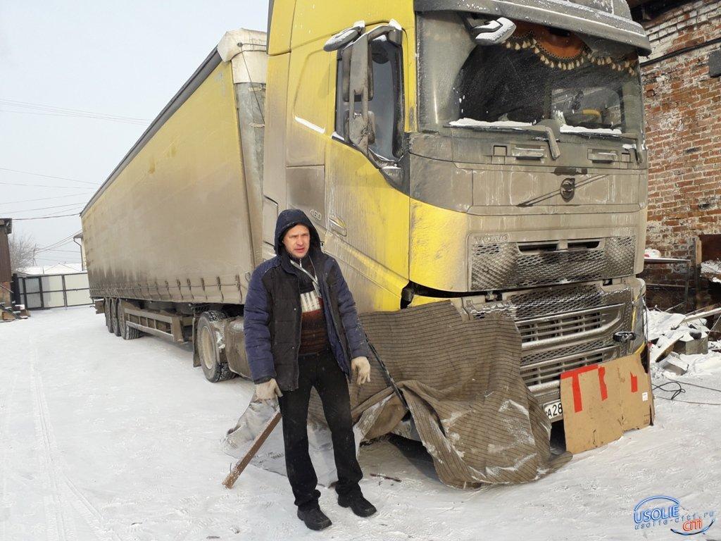 Замерзающего дальнобойщика в Усолье спасли полицейские