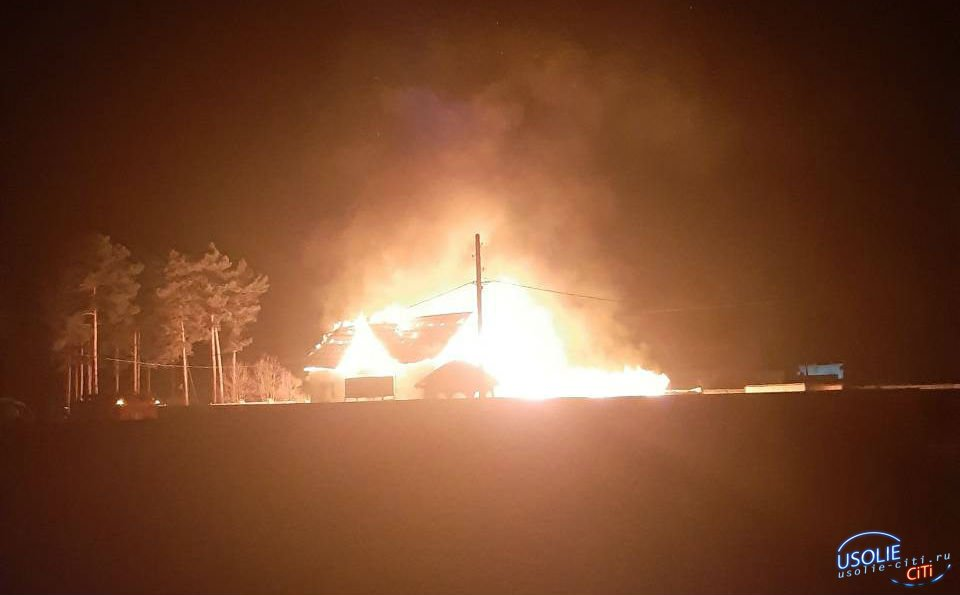 Дом заведующего гаражом птицефабрики сгорел в Сосновке