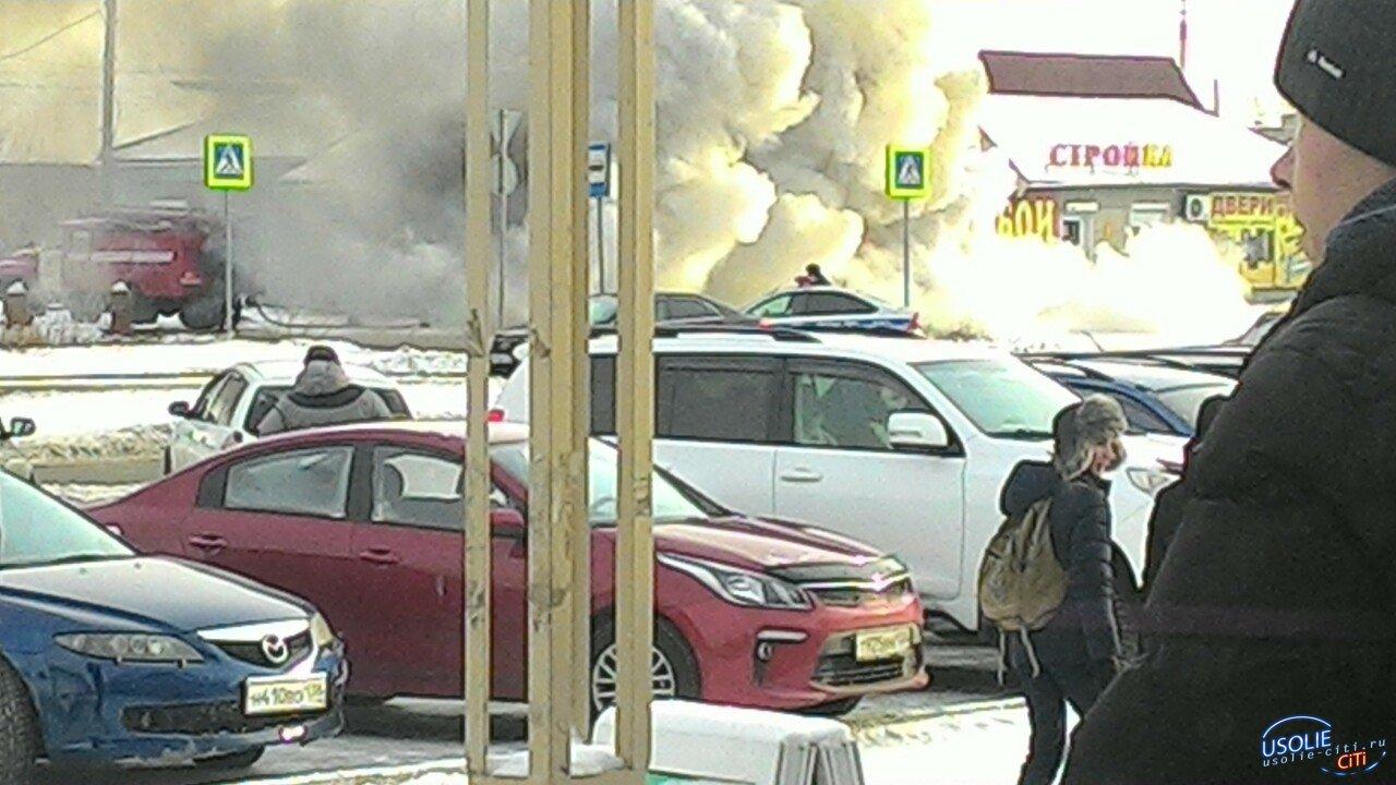 Микроавтобус с цветами сгорел в Усолье