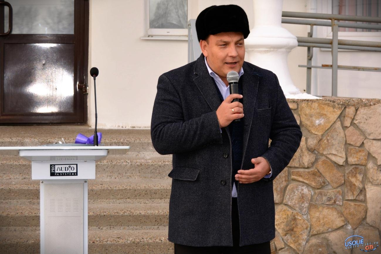 Максим Торопкин поздравляет работников усольской прокуратуры спрофессиональным праздником