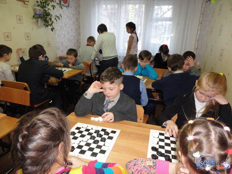 В усольском клубе «Эврика» состоялся новогодний турнир по шашкам