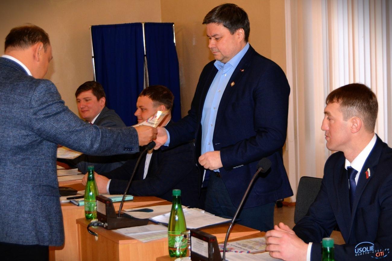 В Усолье идет очередное заседание Думы. Несколько депутатов покинули заседание