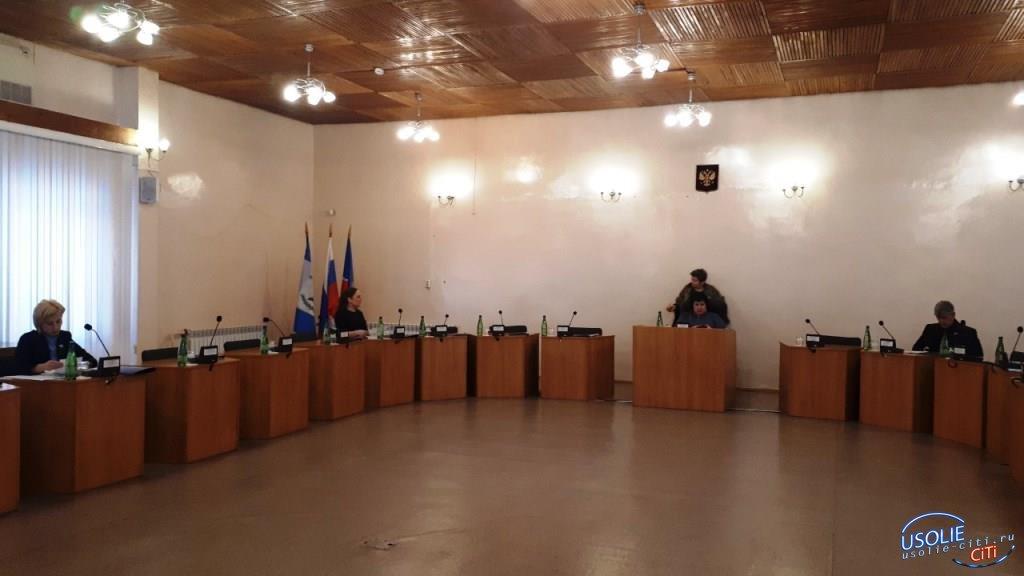 ДОБАВЛЕНО ВИДЕО.  Депутаты Усолья не пришли на внеочередное заседание Думы.