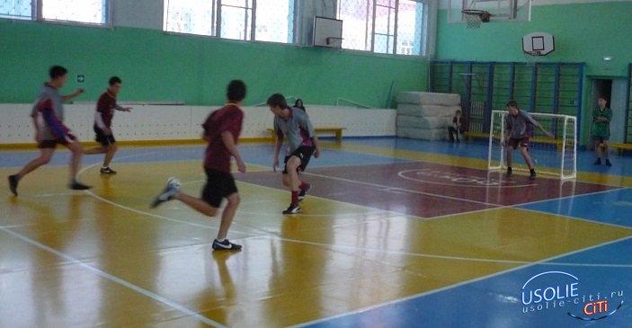 Футбольные награды разыграли гости Усолья