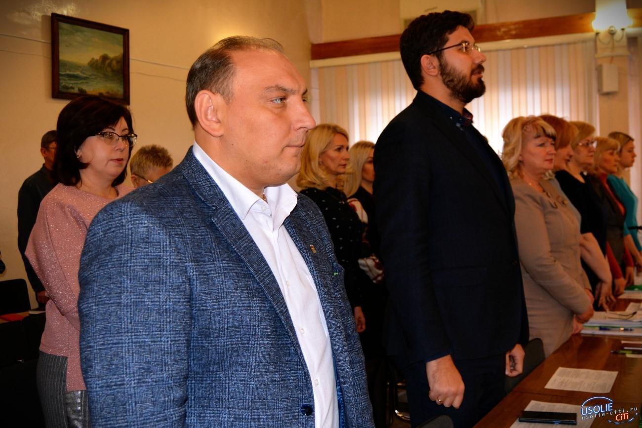 Веселей рабочий класс: Мусорщик отказался ответить на вопросы усольчан